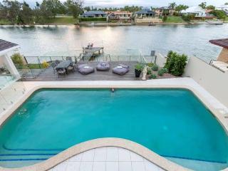 Arcadia Resort - 6 bedroom waterfront entertainer, Mermaid Waters