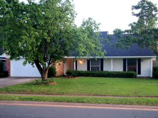 3 BR 2 BA Home in Great Neighborhood, Bossier City