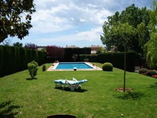 Beautiful villa in Parlavà, up to 7, 19Km to beach, Girona