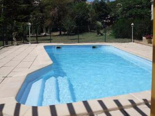 Cheap French gite holidays with pool near Narbonne and the beach sleeps 7, Moussan