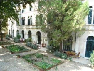 Pezenas apartment rentals South of France (Ref: 406)