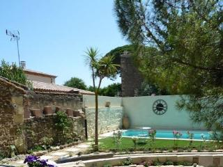 French holiday cottages for rent, Montblanc, South France (Ref: 882)