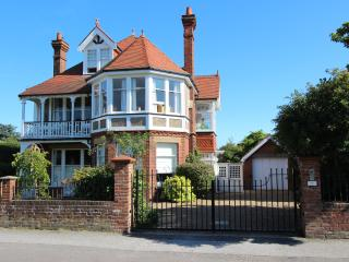 Pembroke Lodge Luxurious Period Holiday Home, Walmer