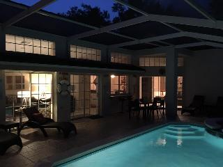 Free Pool Heat and Total Privacy - The Private Retreat, 10 Minutes from Disney!