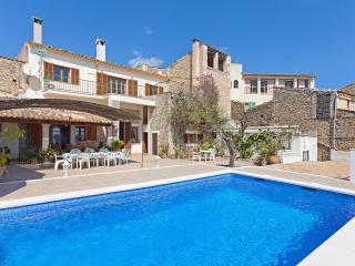 Fantastic villa with pool, Selva