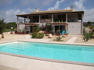 Les Poiriers Sauvages - In the country but close to town - sleeps 4