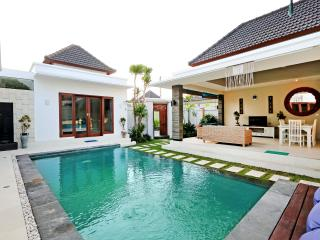 Beachside Location & Great Value - Pohon Villas, Seminyak
