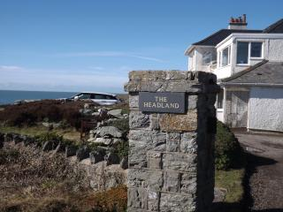 Lovely coastal flat with superb sea views!, Trearddur Bay