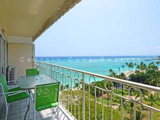Beachfront View!  A/C, washer/dryer, WiFi, sleeps 4!, Honolulu