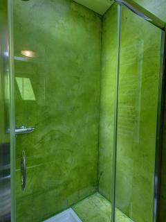 Grange - Salle de bain côté douche étage