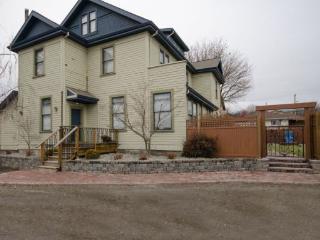 Carew House-1, Vernon