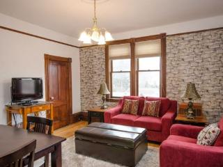 Historic 2nd floor Corner Suite - Carew 4, Vernon