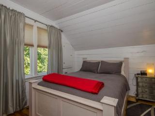 Sweet Attic Suite  Carew 6, Vernon
