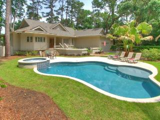 Fabulous Home with Private Pool & Spa plus views of Harbour Town Golf Links!, Hilton Head
