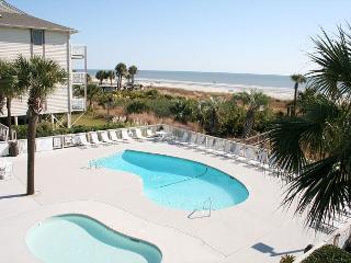 Oceanfront 1 Bedroom Villa with Private Oceanfront Balcony!, Hilton Head