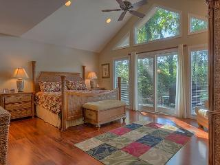 4 Bedroom Home on Harbour Town Course w/ Private Pool & Easy Bike to Beach!, Hilton Head