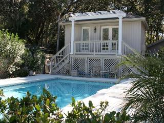 Cozy Beach Home with Cottage & Pool 4 Houses to Beach!, Hilton Head