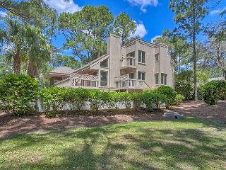 4 Bedroom Home with Private Pool just 1 House from the Beach!, Hilton Head