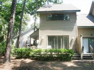 2 Bedroom Townhouse on Golf Course. Walking Distance to the Beach!