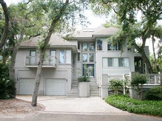 4 Bedroom Oceanview Home with Private Pool just 20 yards to the Beach!, Hilton Head