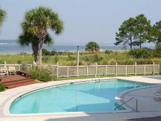 Fantastic Sea Pines Views of the Pool & Calibogue Sound!  FREE TENNIS!, Hilton Head
