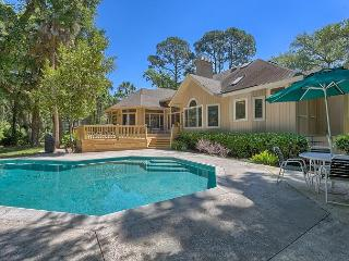 Charming 4 Bedroom Home with Private Pool & just 4 Houses from the Beach!, Hilton Head