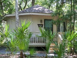 1 Bedroom Villa in Sea Pines Walking Distance to the Beach & Pet Friendly!, Hilton Head