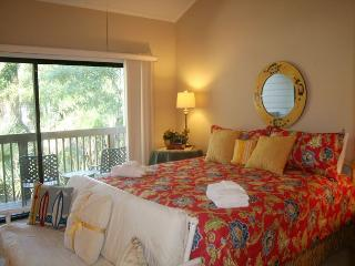 Pet Friendly Townhouse with Partial Golf Views & Pool on Site., Hilton Head