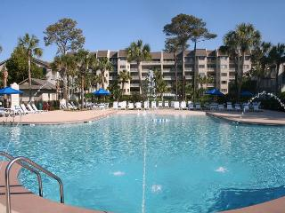Beautiful 2 Bedroom Villa with Pool and Ocean Views!, Hilton Head