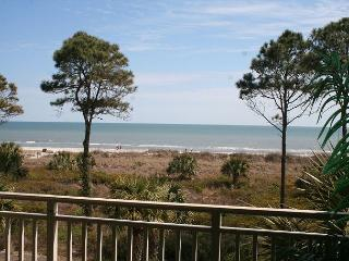 2 Bedroom Oceanfront 3rd Floor Villa with Panoramic Oceanfront Views!, Hilton Head