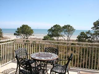 Oceanfront 3 Bedroom with Private Balcony & Panoramic Oceanfront Views!, Hilton Head