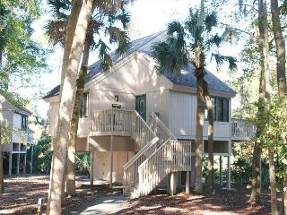 3 Bedroom Home with Lagoon View & Pool on site, Walk easily to the Beach!, Hilton Head