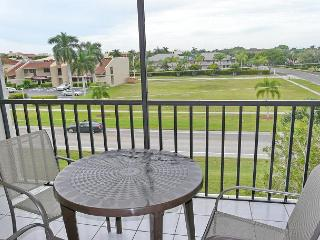 Pleasant condo in riverfront community w/ heated pools & hot tubs