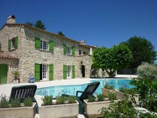 Location rez-de-jardin avec piscine, Laragne-Monteglin