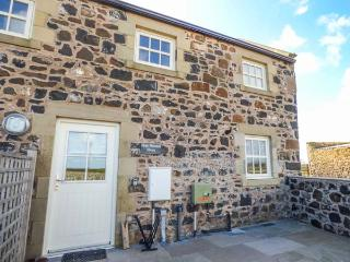 HIGH HEMMEL HOUSE, stone-built, hot tub, woodburner, parking, garden, in Embleton, Ref 930497