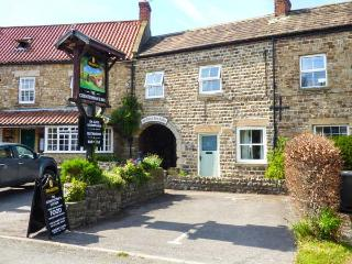 1 COUNTRYMAN INN COTTAGES, stone-built, woodburner, parking, patio, in Hunton, Ref 933188