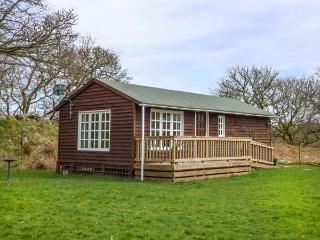 CROWLWM CHALET, en-suite, all ground floor, rural retreat, countryside views, Llanidloes, Ref 936637