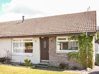 LITTLE IVY, all ground floor, semi-detached, off road parking, garden, in Aviemore, Ref 936185