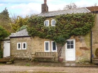 WYE VIEW charming stone-built cottage, contemporary style, WiFi open plan, Bakewell Ref 938084