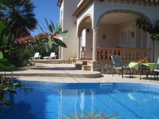Villa Rhiw-Saeson stunning modern villa, private pool;alfresco dining/fridge/BBQ