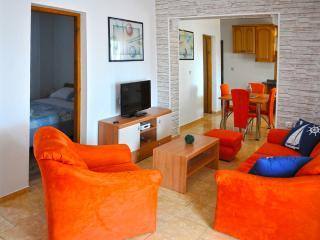 Apartment Teuta, Peroj