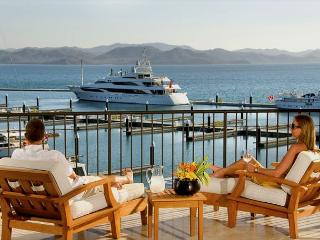 Exclusive Marina house, surrounded by luxury yachts