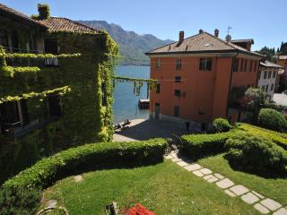 Three bedroomed apartment Pescallo with lake view