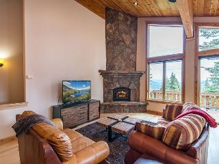 Sprawling Ski Chalet in Tahoe Donner with Valley Views – Near Downtown, Truckee