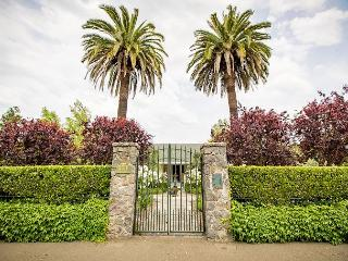 Alexander Valley Estate in the Vineyards - Less Than One Mile From Healdsburg