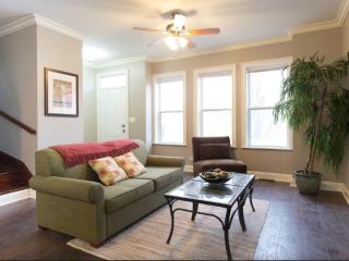 Beautiful 3 Story Townhouse! Sleeps 10-12, Chicago