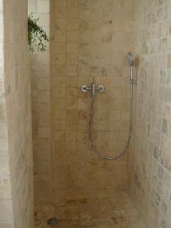 salle de douche carrelé marbre d'Italie
