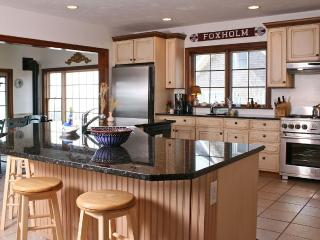 Luxurious & Spacious Waterfront Home on Swimmable Private Beach. Pet OK., Barnstable