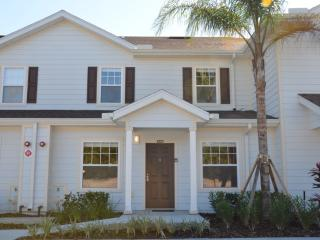 3 Bedrooms townhouse minutes to Disney!
