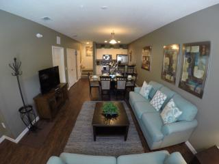 Rustic Decor - Lucaya 3Bed/2Ba townhouse!, Kissimmee